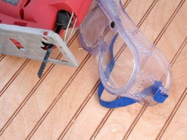Photo showing DIY products - a small saw and safety goggles